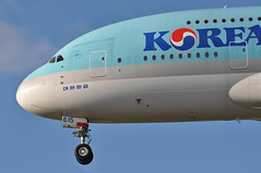 KE0907 ICN-LHR (A380spotter) Tags: landing approach arrival finals shortfinals threshold undercarriage landinggear nosegear belly airbus a380 800 msn0075 hl7615 대한항공 koreanair kal ke ke0907 icnlhr runway27r 27r london heathrow egll lhr