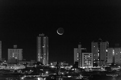 Lua Nova (henriiqueprado) Tags: nikond3200 lua moon expressyourself night city cidade landscape blackandwhite pretoebranco 18140mm