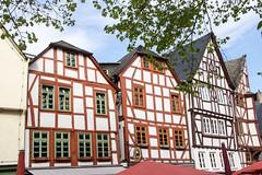 Die schiefen Häuser von Limburg-2608 (Tafule79) Tags: ausflug limburg stadt altstadt alt gässchen gassen klein schief bunte häuser wege setzen krimskrams sprüche schilder frühling