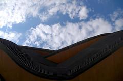 Courbes (Atreides59) Tags: rhone rhône lyon confluence ciel sky nuages clouds up buildings architecture pentax k30 k 30 pentaxart atreides atreides59 cedriclafrance couleur couleurs color colors blue bleu jaune yellow