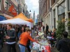 Free market in the heart of the Jordaan (B℮n) Tags: tweedeegelantiersdwarsstraat blaffende vis gezelligste café gele rakker hands put air party girls boat boys fun dancing dance koningsdag kingsday street festival water prinsengracht orange oranje holiday willem alexander maxima amsterdam holland netherlands celebration jordaan kingdom dutch straat feest market trendy crowded free canals people floating beer amstel heineken feestdag mokum grachtengordel panden carnaval gezellig national king singing music muziek dansmuziek swing colors kiss kissing meisjes bier 50th birthday 50 lexcelebrate celebrate lex alex willemalexander 27april