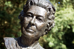 Lizzy (Andrew Allport) Tags: sculpture bronze elizabeth pentax derbyshire queen da chatsworth 1770mm pentaxk5