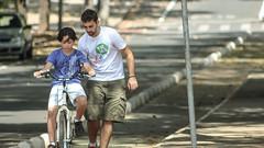3ª Oficina Aprendendo a Pedalar + café da manha comunitário (upslon) Tags: brazil minasgerais pessoas amor bicicleta oficina praça belohorizonte pedal encontro calor mecânica pedalar 40º bikeanjobh aprendendoapedalar