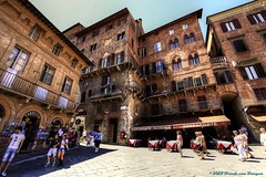 Beautiful Piazza del Campo  -  Siena  -  Tuscany (Fr@nk ) Tags: img9242 siena tuscany toscana italy italia dolcefarniente pittoresque tourists canon 1740mml topf25 topf50 topf100 nextime krumpaaf mrtungsten62 interesting interestingness frnk
