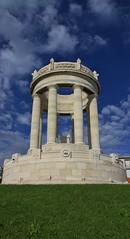 monumento ai caduti - Passetto di Ancona (walterino1962) Tags: nuvole monumento case ombre erba luci riflessi prato ancona palazzi ostra