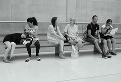 British Museum (loungerie) Tags: people blackandwhite bw london museum bench stranger bn wait britishmuseum visitor londra noia attesa panchina