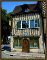 Very old House (Pifou 2010) Tags: old light house france art colors ancient couleurs lumiere maison chartres vieux vieille reataurant 2014 veryoldhouse gerardbeaulieu pifou2010 lebonju