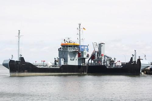 Deutsche Marine: Ölauffangschiff Klasse 738 FGS Y 1644 EVERSAND im Marinestützpunkt Wilhelmshaven