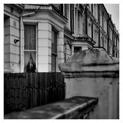 Barack smiles in London (Gretsch*) Tags: london londres leicam240 leicasummicron35mmf20asph england angleterre blackwhite noirblanc leicamptyp240