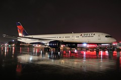 N662DN DELTA 757-232 at KCLE (GeorgeM757) Tags: n662dn 757232 delta weather nightairplane aircraft alltypesoftransport airplane aviation airbus boeing kcle clevelandhopkins