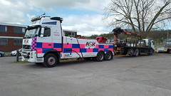 Volvo FH13 Rear Suspending 6 Wheeler Brick Lorry (JAMES2039) Tags: volvo tow towtruck truck lorry wrecker heavy underlift heavyunderlift 6wheeler rear rearsuspend grab flatbed hiab cardiff rescue breakdown ask askrecovery recovery fh13 pn09juc pn09 juc merc mercedes actros atego