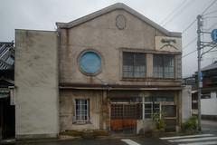 peculiar building (kasa51) Tags: building architecture roundwindow restaurant ramen takehara hiroshima japan 一富士 ラーメン 寿司 食堂 rain 閉店