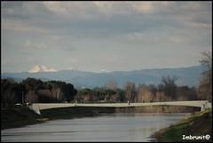 ponte pedonale (imma.brunetti) Tags: firenze toscana natura nuvole acqua fiume cielo ponte panorama paesaggio arno cascine montagne neve alberi inverno