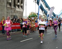 'Trunk Road' (EZTD) Tags: london londonengland londonimagenetwork londinium londonmarathon virginmoneylondonmarathon 2017 april2017 runners marathon longdistance crowd cityoflondon towerbridge 20kmark 12milemark towerbridgeroad masses clubrunners funrunners