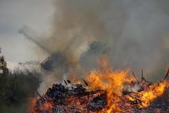 Osterfeuer in Reken, Westmünsterland (friedhelmbick) Tags: osterfeuer reken münsterland