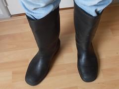 HEVEA  Acifort  zwart  gebr  011 (stevelman14) Tags: hevea acifort zwartgroen laarzen zeldzaam gebruikt gedragen gebruiktinwerk poseren indoor