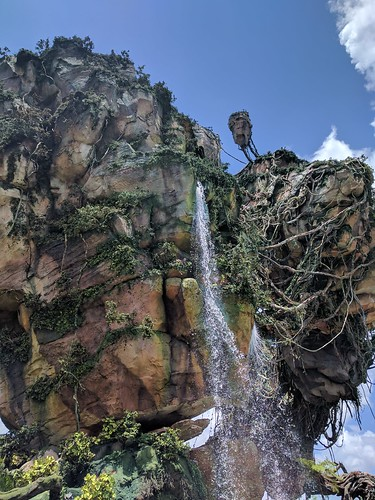 Floating Mountain in the Valley of Mo'ara