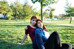 DSC_0419 copia 2 (daniel_soprole) Tags: family familia exterior exteriores shooting mujer mujeres hermanas sister dia day green redhead pelirroja