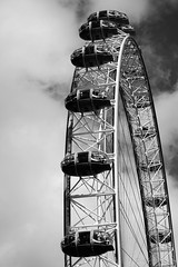 Looking up! (fournatz) Tags: technique urbain construction londoneye blackandwhite landmark typedephoto londres england royaumeuni gb