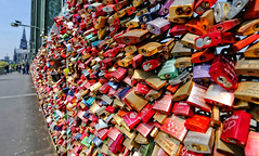 Locks ..., Locks ....,  Locks ....., Millions of Love-Locks (Andy von der Wurm) Tags: lovelocks lovelock liebesschlösser lock schloss liebesschloss hohenzollernbrücke hohenzollernbridge köln koeln cologne nrw nordrheinwestfalen northrhinewestfalia germany deutschland allemagne alemania europa europe andreasfucke hobbyphotograph andyvonderwurm outdoor bridge brücke bruecke