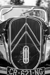 Citroën Traction Avant (Olivier DESMET) Tags: citroëntractionavant olivierdesmet voiture car old noirblanc monochrome nb blackandwhite bw canon 6d 50mm calandre citroen traction canon50mmf14 mennecy