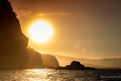 Le soleil de fin d'été. (Bouhsina Photography) Tags: coucher soleil été tétouan tetuan maroc cabo negro mer eau mediterannée bateau bouhsina bouhsinaphotography silhouette montagne couches canon 7dii ef2470 ciel orange