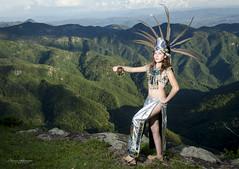 Princesa Azteca (Abacuc Ramírez) Tags: montañas azteca apache aire libre retrato verde plumaje