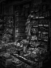Crammed shop (Marcelo Garcia Ferreyra) Tags: black white bw nikon coolpix e8700 italy italia sorrento shop negocio street calle 05032017 03052017 crammed repleto oil aceite spices especies pasta old style antiguo estilo skancheli blackandwhite bnw blackwhite contrast