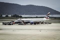 ERJ-1905R  - British airways   ( En Ibiza ) (ibzsierra) Tags: avion plane aeropuerto canon 7d 27105isusm ibiza eivissa baleares britissh airways embaer erj1905r glcyp e190
