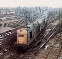 20176 20169 45122 25161 47253 20181 20113 47358 47123 move off the shed into the yard at Bescot BS 14.11.1981 (The Cwmbran Creature.) Tags: rail class 45 25 british 20 47