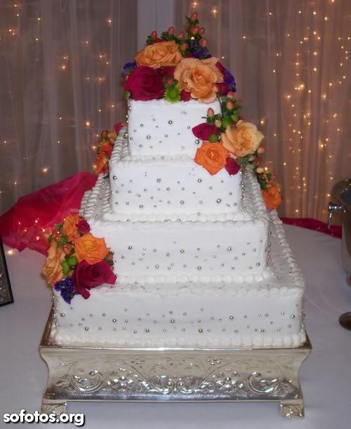 Bolo de casamento quadrado branco