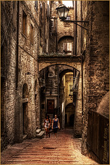 Perugia - Vicolo........ (leon.calmo) Tags: canon perugia vicoli eos50d leoncalmo