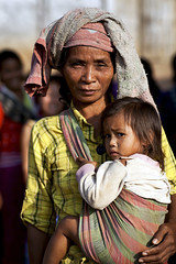 Khmu woman with child - Laos (Steven Goethals) Tags: old travel portrait people woman girl lady eos asia village child culture peoples explore human asie laos ethnic minority lao hmong nam visage indochine indochina ethnology khamu ethnique goethals khmu ouriver stevengoethals