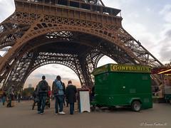 Eiffel Tower (Ennio Fratini) Tags: street travel people urban paris france îledefrance eiffeltower streetphotography olympus personas viajes francia 2009 ef e510 zd 1260mm luminositymasks