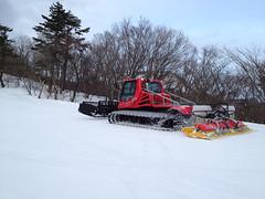 20140125_073336_iPhone 4S_5.1.1 (megmilk0) Tags: slope snowylandscape pistenbully