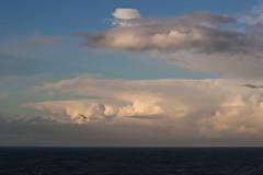 otra vez se me escapó la ballena.. (Tinta China2007) Tags: mar nubes rosas llanes ballena azules cantábrico