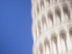 Torre di Pisa nel blu (Sara Vannucchi) Tags: icm pisa torredipisa torrependente torre pendente toscana piazzadeimiracoli italy