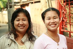 happy young ladies (the foreign photographer - ฝรั่งถ่) Tags: two smiling young ladies khlong thanon portraits bangkhen bangkok thailand canon kiss