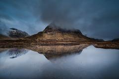 Twin Peaks (Mark Boadey) Tags: reflection castle boat scotland sterling glencoe