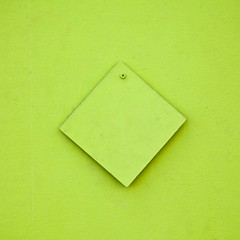 Carrément vert (Gerard Hermand) Tags: 1704027264 gerardhermand france paris canon eos5dmarkii formatcarré carré square vert green bois wood vis screw ombre shadow abstrait abstract abstraction minimal