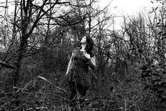 Ein Weiblein steht im Walde... (One-Basic-Of-Art) Tags: tfp timeforprint timeforpicture portrait girl girls feminine tree wald forest baum bäume wälder weiblich weibchen madl mädchen frau frauen female woman women fotografie photography schwarz weis weiss black white bw sw noir blanc monochrom monochrome canon canoneos canoneos350d model möchi annewoyand anne woyand 1basicofart onebasicofart oboa natur human mensch person people