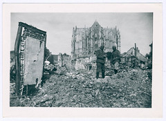 Duitse soldaten in de ruïnes van Beauvais, ca. juni 1940 | German soldiers amidst the ruins of Beauvais, c. June 1940 (Liberaal Archief) Tags: wereldoorlog tweedewereldoorlog worldwarii blitzkrieg royalairforce germanarmy warplanes france war oorlog wwii liberaalarchiefvzw beauvais germansoldiers bombing bombs destruction totalwar