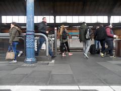 Bonn Hauptbahnhof (onnola) Tags: bonn deutschland germany eisenbahn deutschebahn db bahnhof station bahnsteig platform gleis track nordrheinwestfalen northrhinewestphalia säule pfeiler passagier passenger menschen people