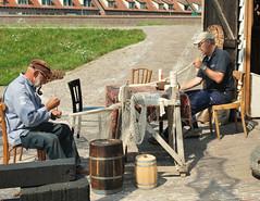 Enkhuizen (Pays-Bas) (Iwokrama) Tags: paysbas frise enkhuizen zuydersee muséeenpleinair pêcheurs filets réparation