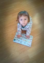 Maelys: 25 mois (LILI 296...) Tags: bébébaby maelys lecture enfance