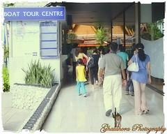 Boat tour centre (Ghatahora Photography) Tags: bhupinderghatahora chaophrayariver ghatahoraphotography marketoutsidewatarun songsoftheseasingapore boathouses chinesepogodatowertemple floatingmarketchaophraya hampshirephotographer singapore thailand tourriverbangkokthailand