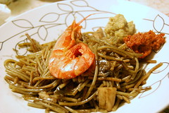 Fideua piatto (Alterkitchen) Tags: fish recipe prawns squid pesce artichokes ricetta seppia carciofi fideu spanishcuisine gamberoni inkblack nerodiseppia cucinaspagnola