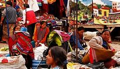 Seoras al mercado de Pisac (pierre pouliquin) Tags: peru cuzco lady market cusco mercado andes marche pisac seora seoras qosqo