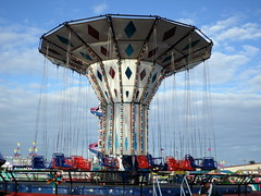 Swings (trumpeterny) Tags: county carnival festival amusement fairgrounds ride fair rides wade amusements lumberton robeson robesoncounty lumbertonnc wadeshows robesoncountyfair robesonregionalfair