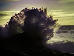 B1644-Estallido de espuma contra la roca (II) (Eduardo Arias Rbanos) Tags: sea sky cloud water sex composition lumix mar agua crash compositions wave oleaje panasonic sexo cielo foam g3 swell nube ola choque espuma composiciones composicin eduardoarias eduardoariasrbanos